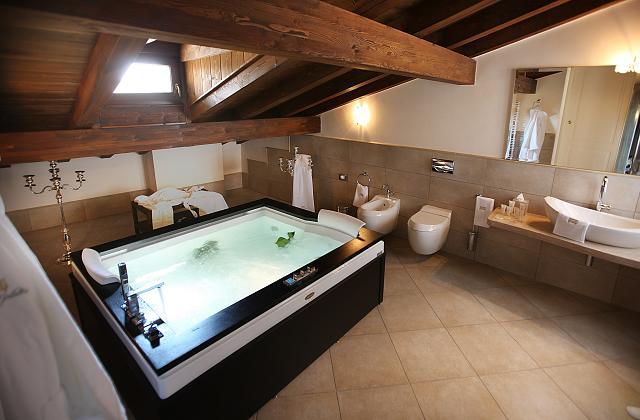 Como escolher a banheira de hidromassagem certa para o seu banheiro