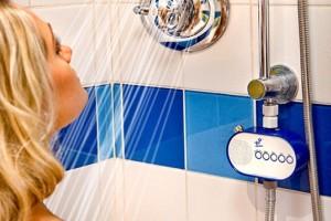 Escutar o radio em baixo do chuveiro, economizando