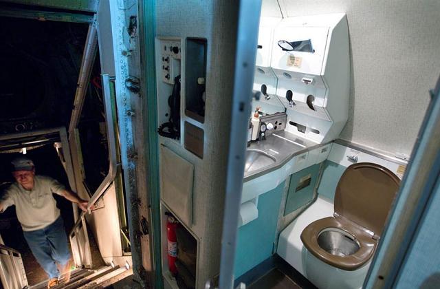 Bruce vive dentro do avião