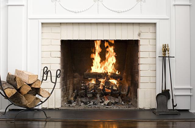 Como reutilizar as cinzas da lareira para limpar a casa