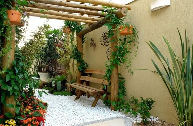 Como ter uma sala no jardim: cadeiras e sofás ao ar livre