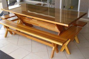 Transformar uma porta de madeira em uma mesa