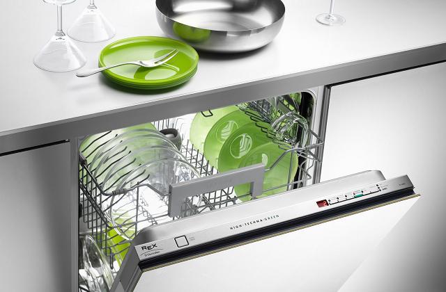 Como usar (bem) a máquina de lavar louça e evitar o desperdício