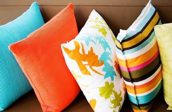 Almofadas curiosas e divertidas para decorar o sofá