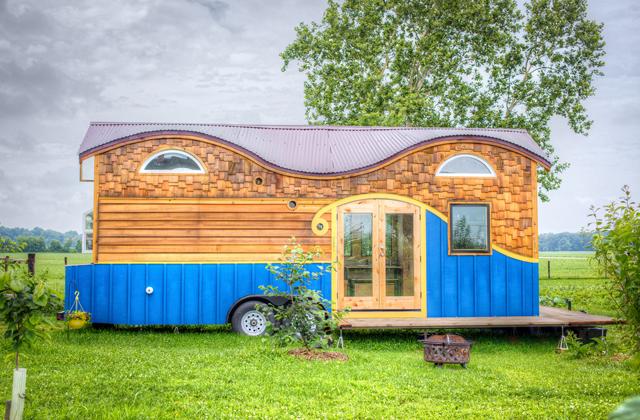 Um trailer velho se torna uma casa funcional