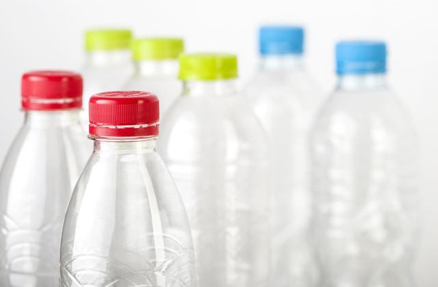 Como fazer uma poltrona de garrafas de plástico