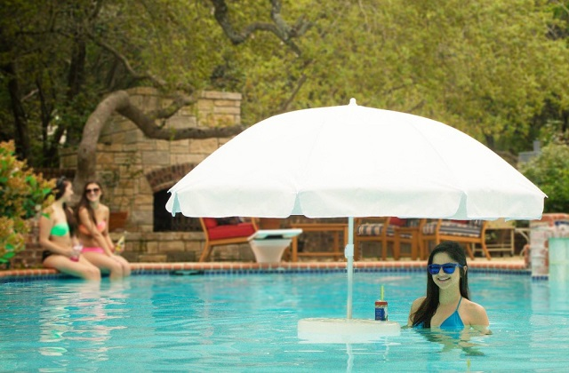 Guarda-sol flutuante para piscina