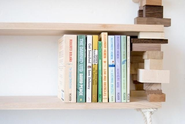 Uma biblioteca construída com madeira recuperada