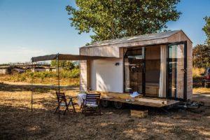 Uma mini casa de madeira apenas 9 m²