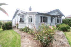 Nova Zelândia, uma pequena cidade procura desesperadamente trabalhadores, oferecendo casas