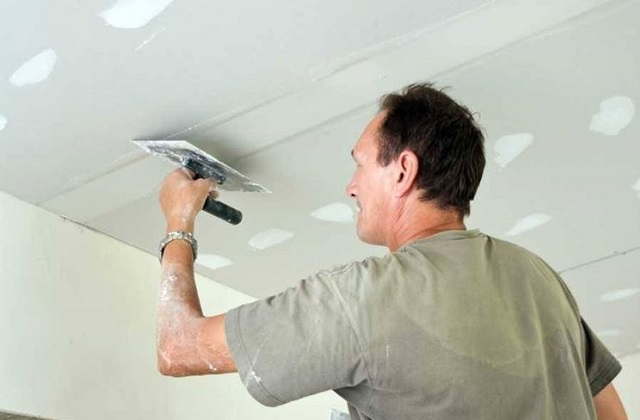 Reparar danos ao drywall, economizando