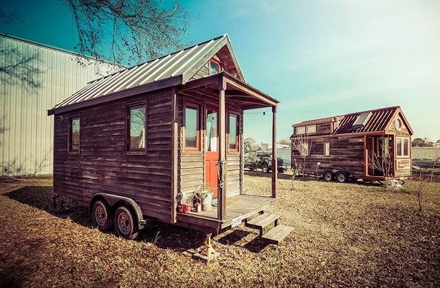 Largo tudo e viajo em uma mini casa móvel