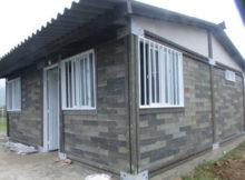 Uma casa feita com tijolos de plástico