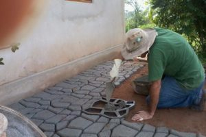 Faça você mesmo: calçada de concreto para o seu jardim