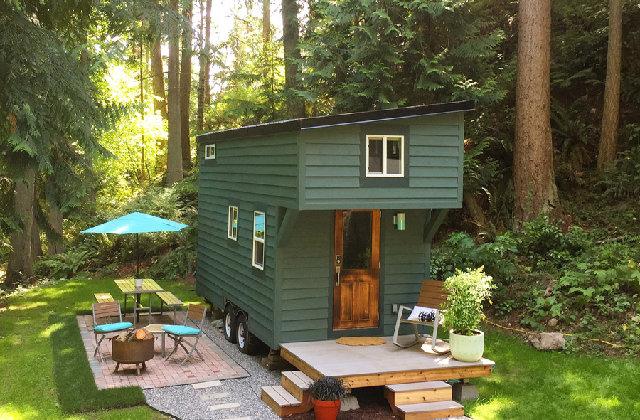 Uma pequena casa imersa em uma floresta, para uma semana de relaxamento completo