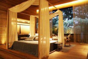A cama de dossel com um design moderno