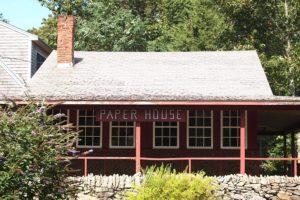 Paper House: Vivendo em uma casa feita inteiramente de papel