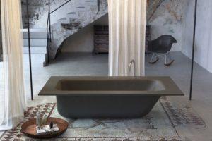 Uma banheira de cimento para o banheiro