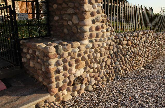 Decorar o jardim com um muro de pedra: rápido e fácil