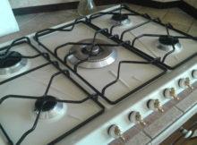 Um truque para desengordurar a grelha do fogão