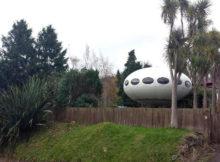 Na Nova Zelândia, uma casa com a forma de UFO voador