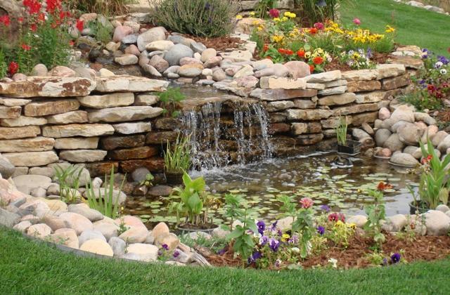 Decorar o jardim com pedras: varias soluções