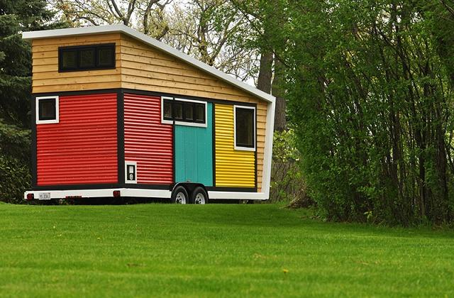 A pequena casa móvel que esconde ao interno maravilhas!