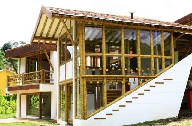 Construindo uma casa feita de bambu em 25 dias com 2500 Dólares