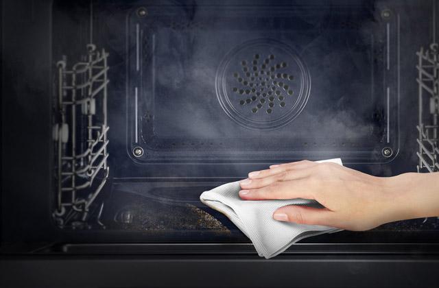 Tenha um forno limpo sem o uso de detergentes: como fazer?