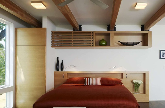 instalar o ar condicionado sobre um móvel, como em um armário ou uma biblioteca