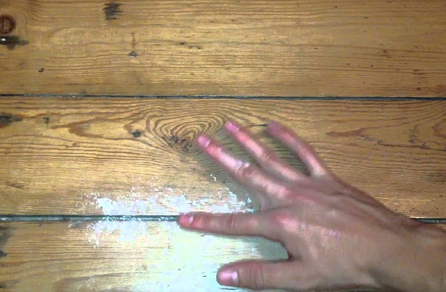 Eliminando o rangido do parquet de madeira