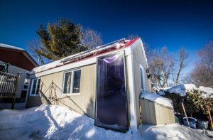 A Tiny House solar que é aquecida durante todo o inverno com apenas US $ 100 (vídeo)
