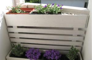 Como criar um canto romântico no terraço: A floreira feita de paletes