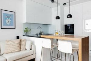 Cozinhas brancas e em madeira nunca sairão da moda